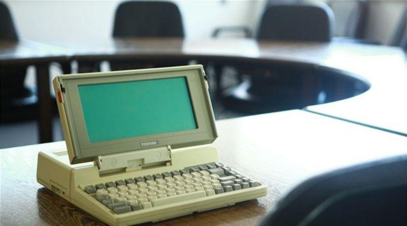 Toshiba T1100, prvý masovo vyrábaný notebook