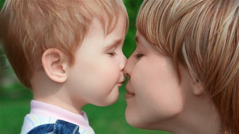 rodina, dieťa, chlapec, matka, mama, pusa, láska