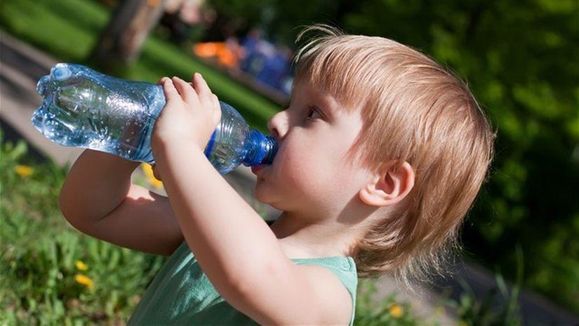 nápoj, voda, pitie, pitný režim, matka, dieťa