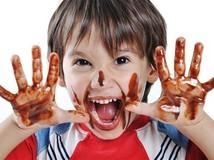dieťa - čokoláda - umazané - špinavé - šťastie - radosť