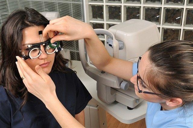 zrak - vyšetrenie - očná lekárka - dioptrie - operácia