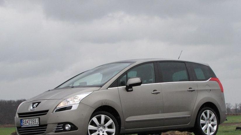 Ani v Peugeote 5008 sa tak skoro nezohrejete.