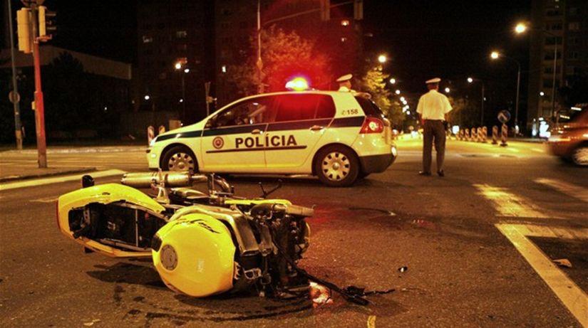 auto, motorka, nehoda, polícia, policajt