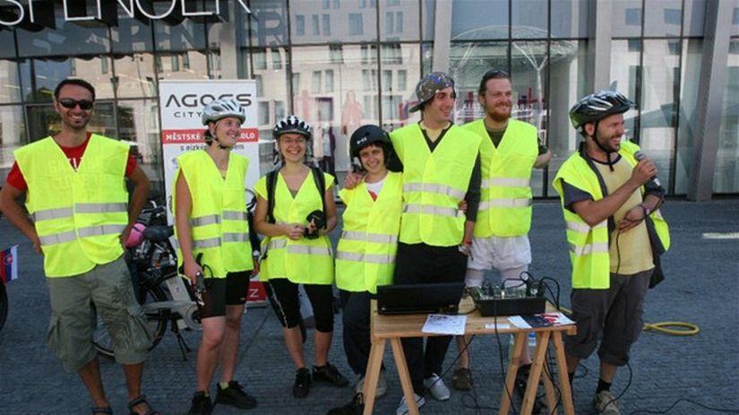 Účastníci cyklo-kultúrnej trasy Bratislava –...