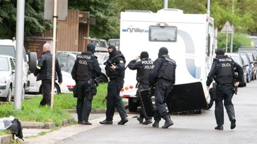 policajti, polícia, kukláči