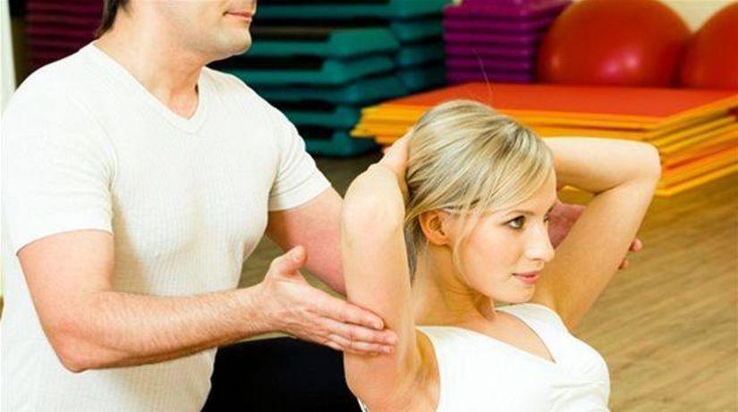 Cvičenie, žena, chrbtica, fit lopta, tréner