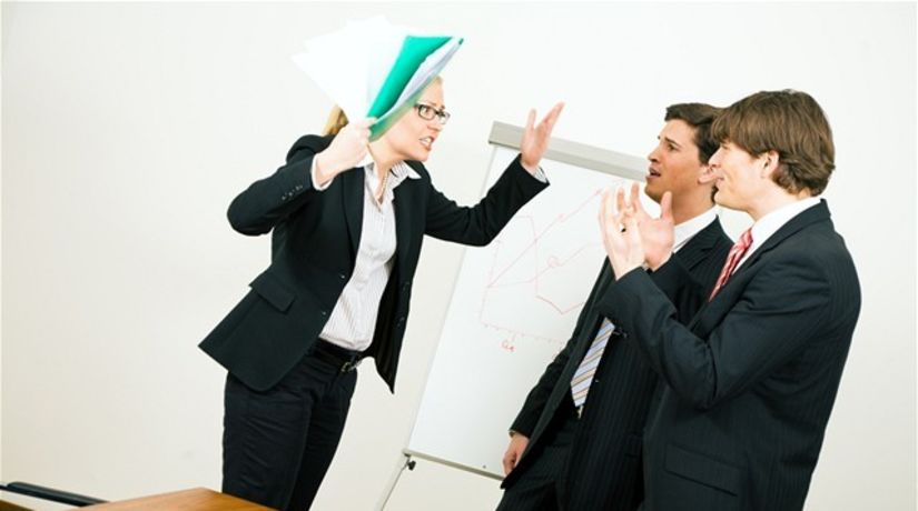 šikana, hádka, práca, pracovisko, krik, agresivita