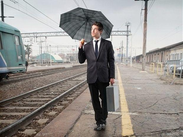cestovanie, služobný cesta, zamestnanec, železnica, dáždnik