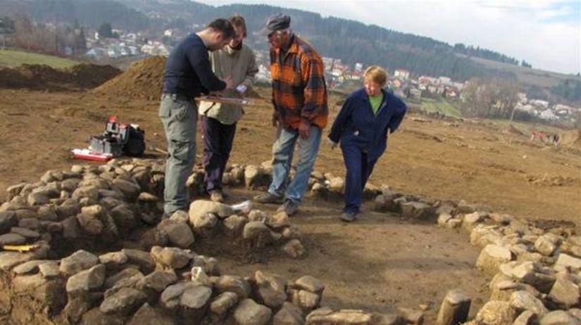 vykopávky, archeológovia, diaľnica