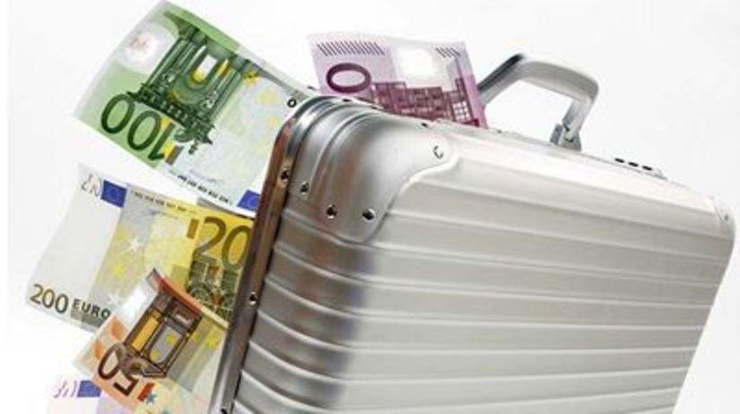 Peniaze, euro, kufrík
