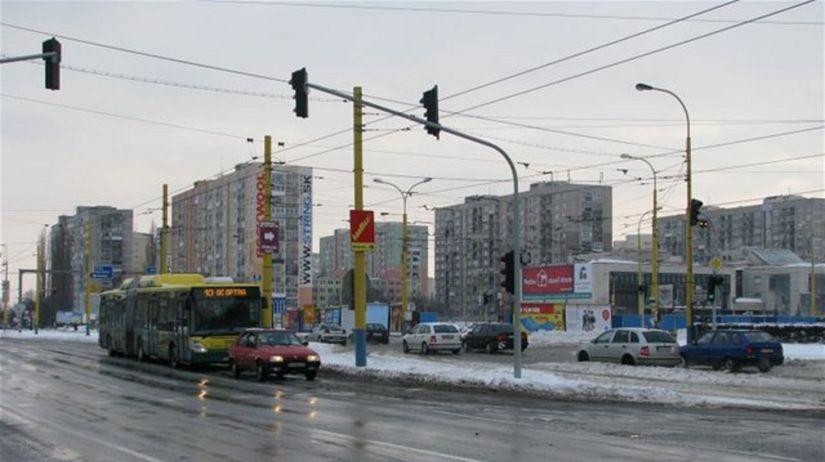 Košice, autobus, križovatka, ulica, autá