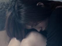 Obete znásilnenia trpia zbytočne dvakrát