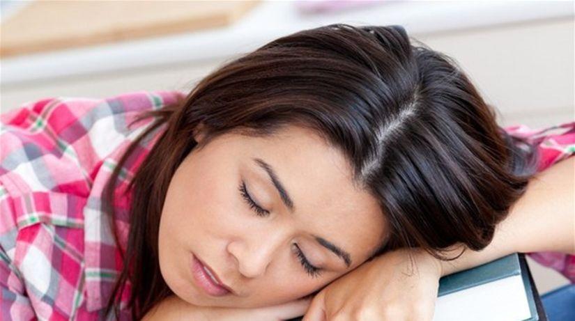 jar, únava, spánok, vyčerpanie, záťaž, knihy,...