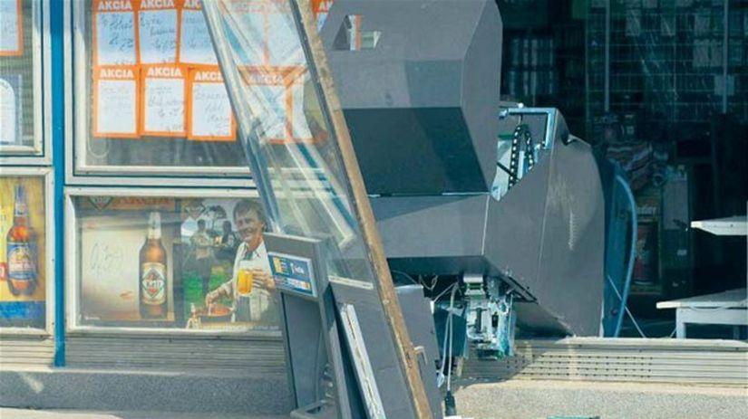 vytrhnutý bankomat, lupiči