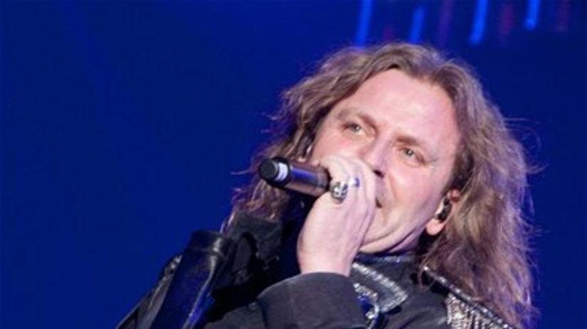 Spevák skupiny Kabát Josef Vojtek.