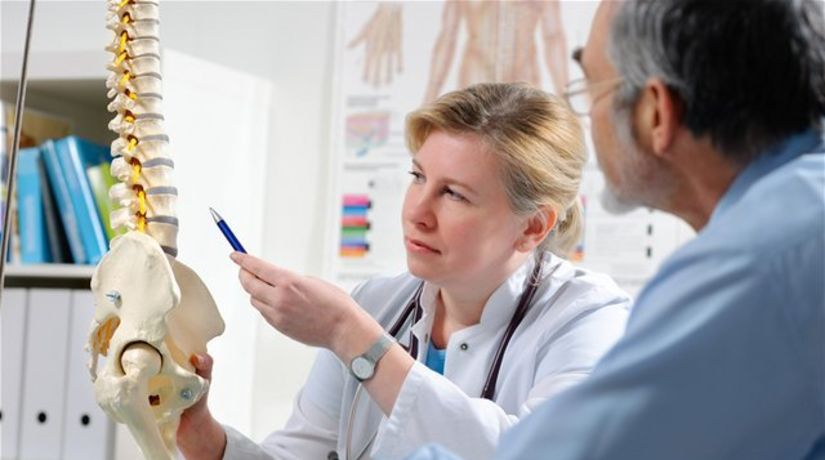 lekár, pacient, kosti, chrbtica, kostra, panva,...