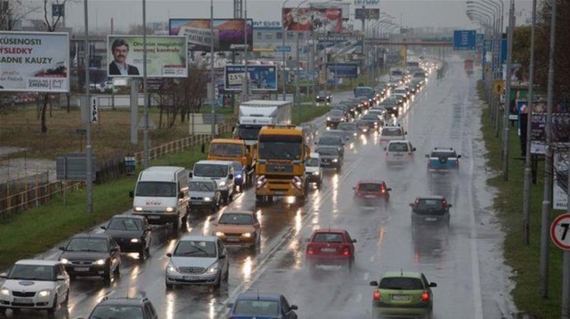 autá, dážď, cesty