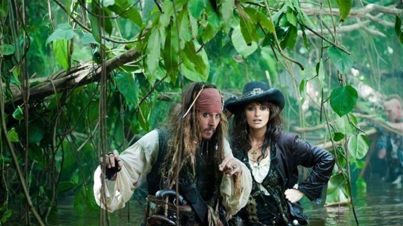 Johnny Depp ako kapitán Jack Sparrow a Penélope...