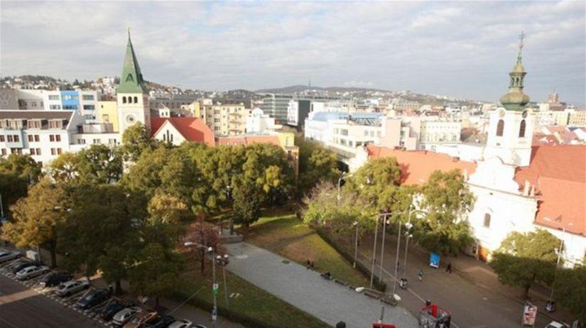 Bratislava, Námestie SNP, kostoly