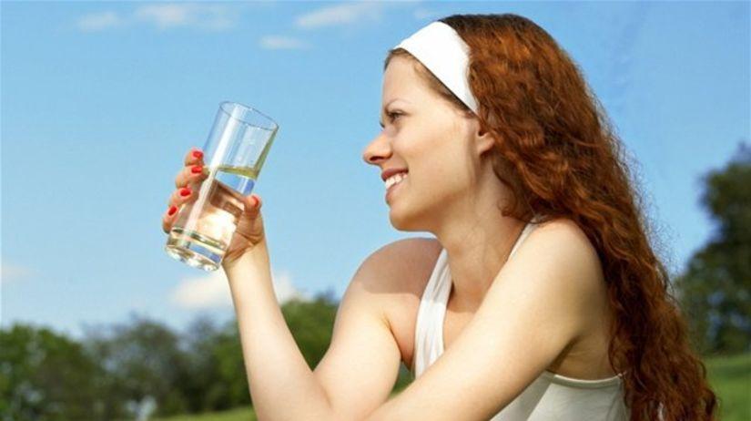 voda, minerálka, nápoj, pitný režim, piť,...