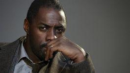Herec Idris Elba ako inšpektor Luther.