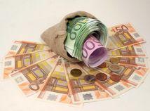 Peniaze, euro, mešec