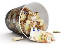 Euro, peniaze, kôš, kríza