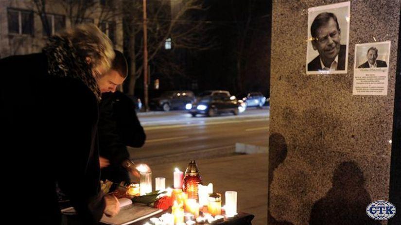 Václav Havel, námestia, sviečky
