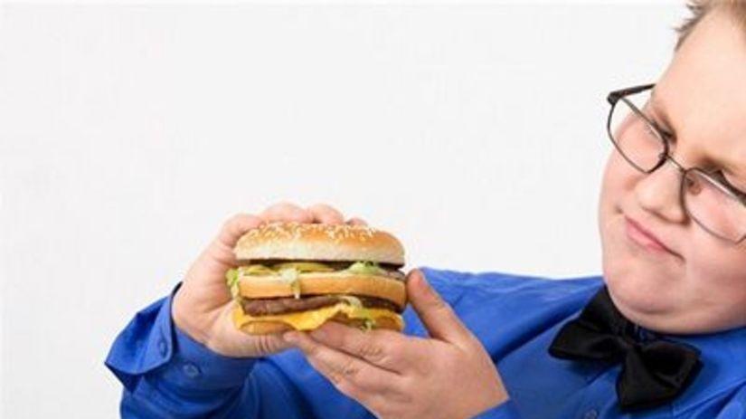 hamburger, chlapec, jedlo, strava, obezita, výživa