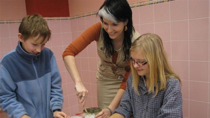 deti, žiaci, keramika, umelecká škola