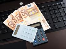 peniaze, internet, banking, klávesnica, počítač, kalkulačka, odvody, dane