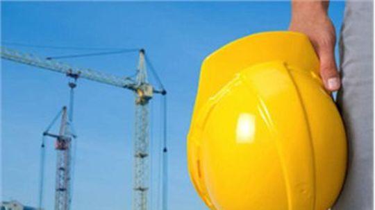Stavebníctvu zúfalo chýbajú ľudia, enormne rastú ceny