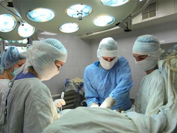lekári, operácia, zdravotníctvo
