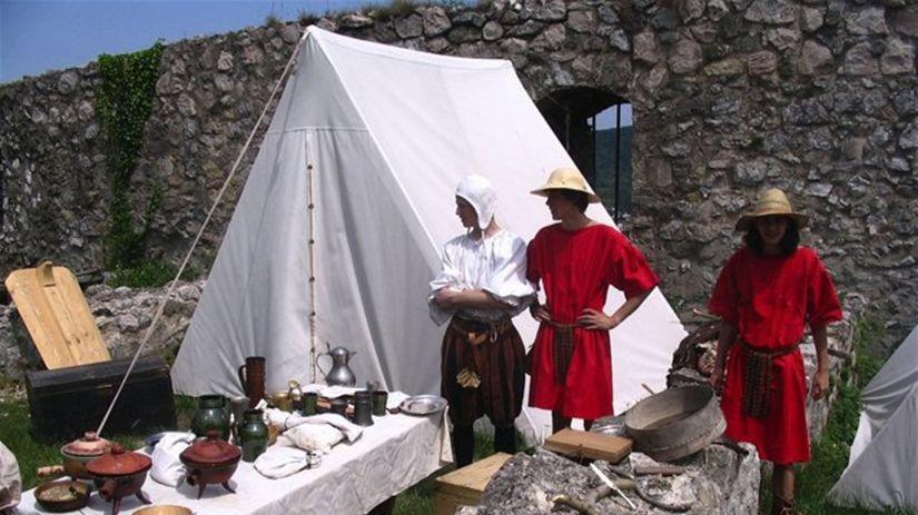 V hradnej kuchyni Spišského hradu sa budú piecť...
