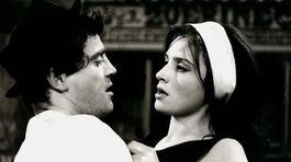 Emília Vášáryová a Jan Tříska vo filme Lidé z maringotek (1966) režiséra Martina Friča.