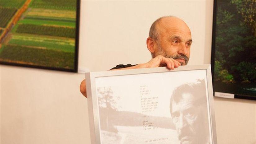 Nositeľom literárnej Ceny Dominika Tatarku za...