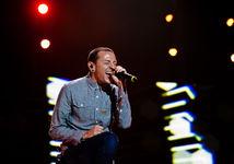 Zomrel spevák Linkin Park Chester Bennington, obesil sa