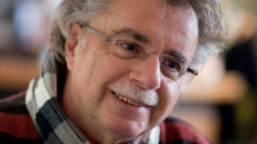 Pohľadom Pavla Hammela: Pesničky s nálepkami