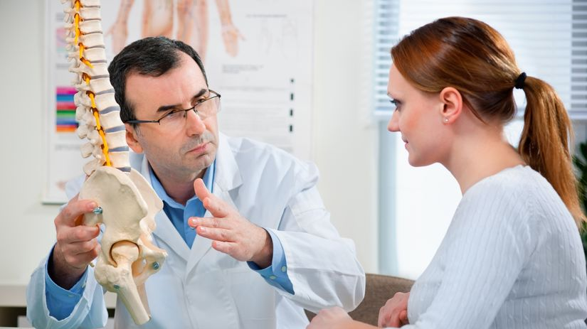 chrbát, chrbtica, lekár, pacient, bolesť chrbta