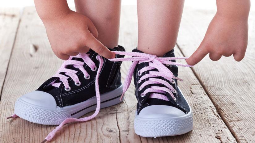 obuv - dieťa - detské nohy