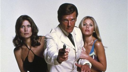 James Bond, Roger Moore