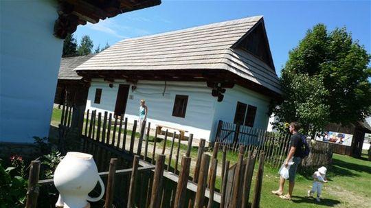 V skanzene pod hradom Ľubovňa pribudne ďalšia budova, budujú Slovenskú ulicu