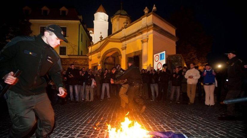 protest, Bratislava, vlajka