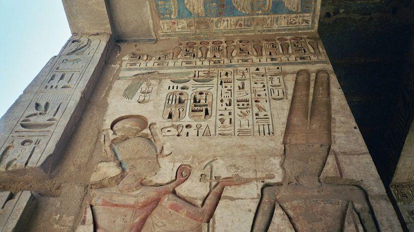 Egyptsk bankomaty funguj, ale peniaze nedvaj - Svet SME