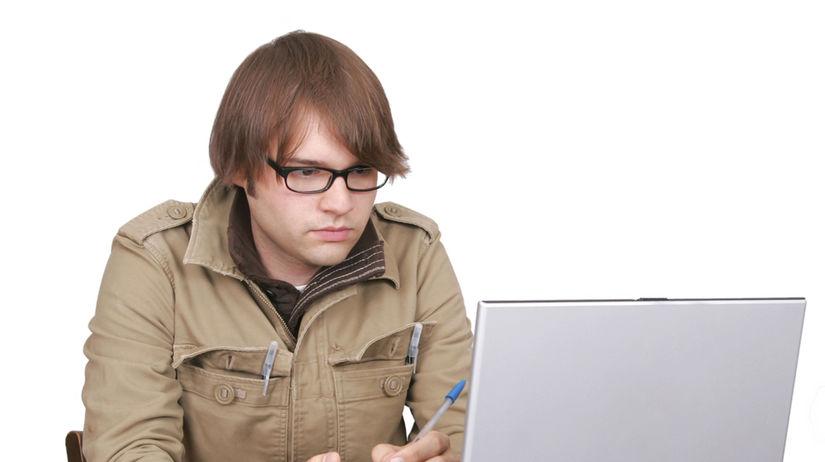 novinár, počítač, študent