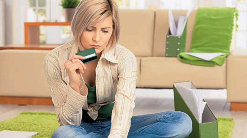Poplatky, karta, žena, bývanie, banka, reality