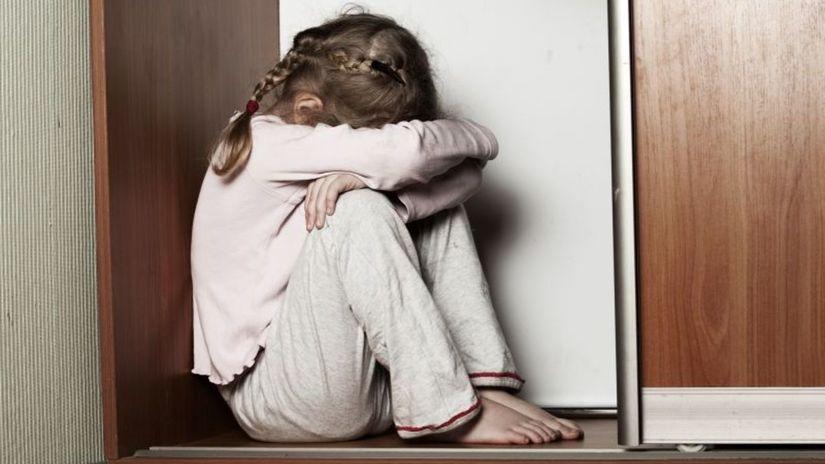 dieťa, týranie, smútok, depresia
