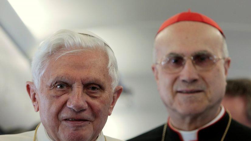 Pápež Benedikt XVI., Bertone