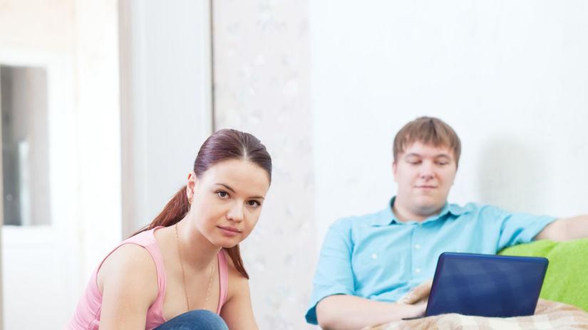 práca - žena v domácnosti - muž pracuje - ako...