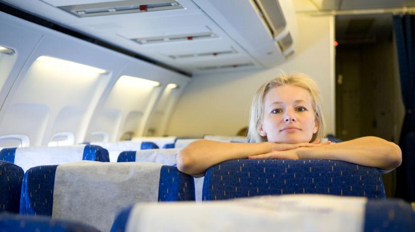 lietadlo - žena v lietadle - cestovanie...